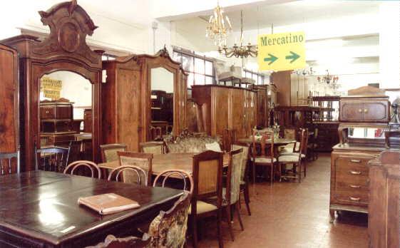 Un tuffo nel passato nel mercatino dellusato di Milano